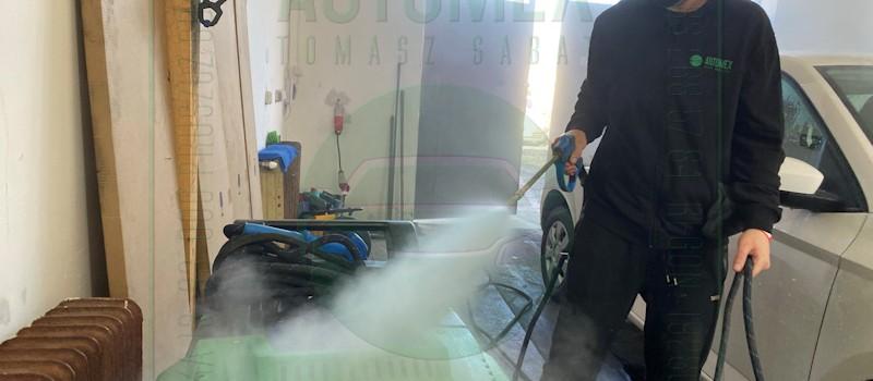 Para wykorzystywana do sprzątania może osiągać bardzo wysoką temperaturę – nawet powyżej 130 stopni Celsjusza. W tych warunkach giną wszelkie zarazki, bakterie, wirusy i inne mikroorganizmy, które mogą mieć szkodliwy wpływ na ludzkie zdrowie. Automex, Dobry Warsztat w Pruszczu Gdańskim, Krótka 13, www.automex.auto.pl